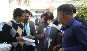 آقای راغی، جنرال قونسل ج. ا. افغانستان در مشهد در میان مردم